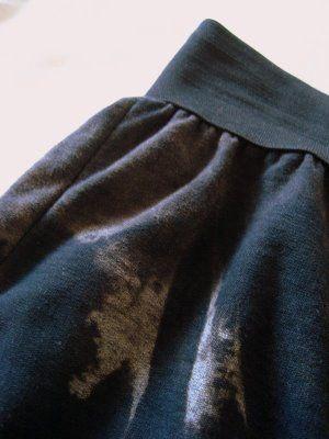 Recycled T-Shirt Skirt (via http://thisOldDress.blogspot.com)