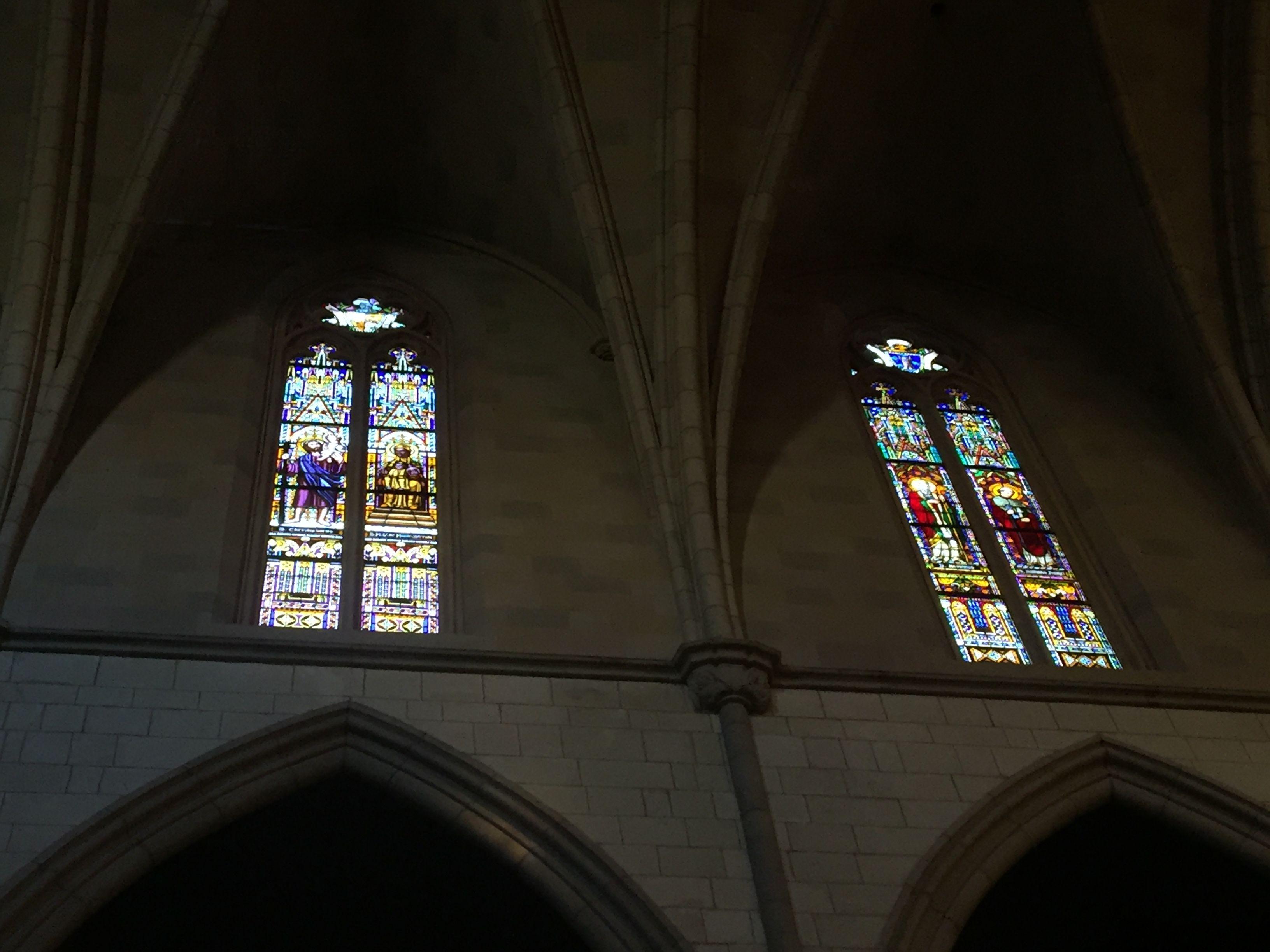 En el interior de Sant Ramon de Penyafort está rodeado de vidrieras. Las vidrieras aquí son sobre temas religiosas. Cada vidriera dice una historia diferente de la biblia. El uso de mucho color ayuda para describir las significancias de los imagines.