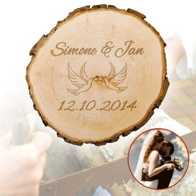 Für besondere Menschen darf es auch gern mal mehr als 08/15 sein. Die mit Namen und Datum gravierte Baumscheibe ist ein schönes Geschenk an ein verliebtes Paar. via: www.monsterzeug.de