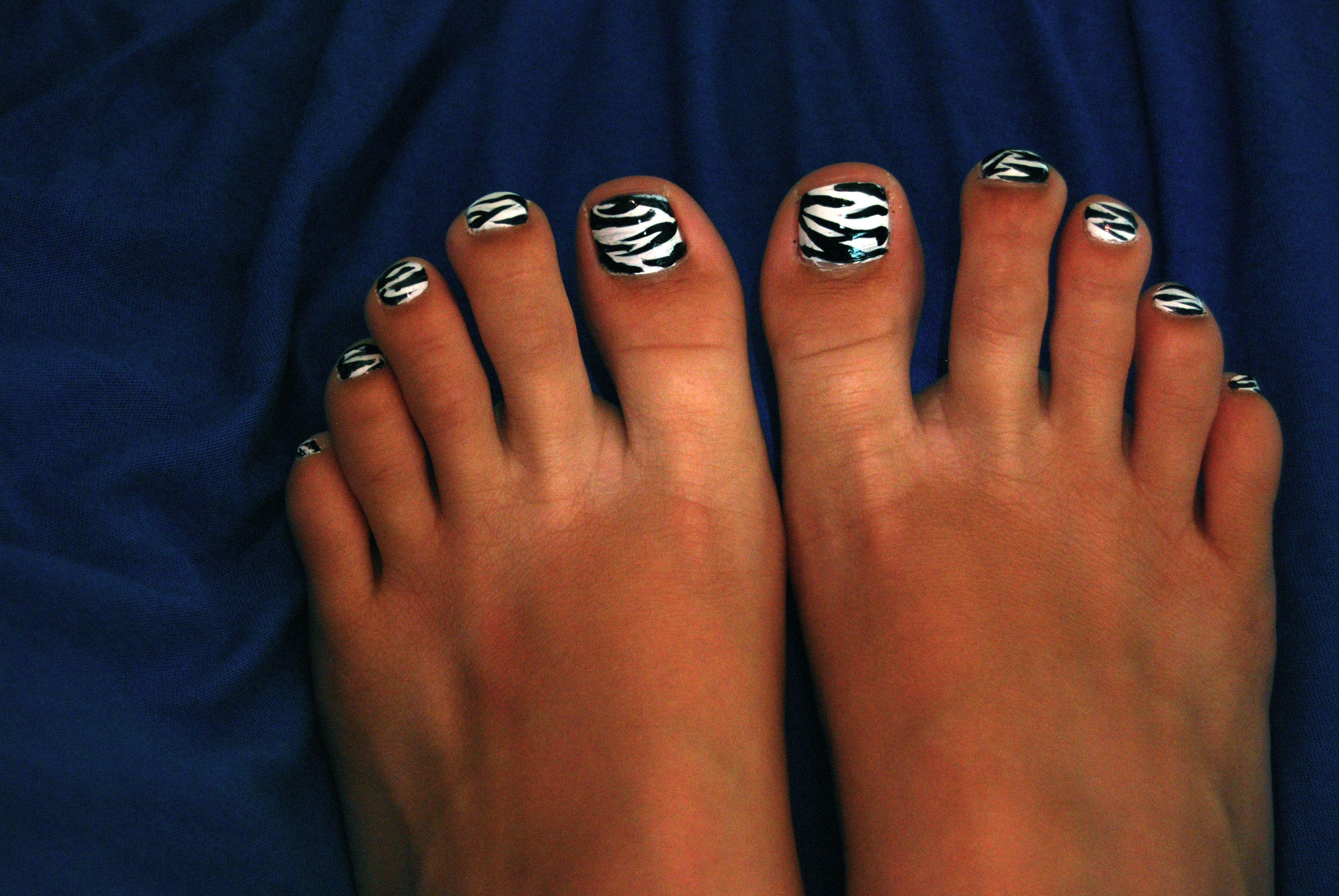 Zebra Toe Nails! | Craft Ideas | Pinterest | Kiss nails, Beauty ...