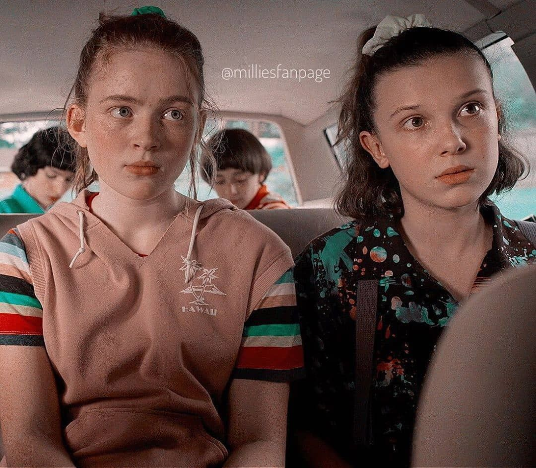 """Cosas Raras/Stranger Things on Instagram: """"MAX AND ELEVEN (STRANGER THINGS SEASON 3) Another photo and scene from TV series Stranger Things season 3 with Max and Eleven (played by…"""""""