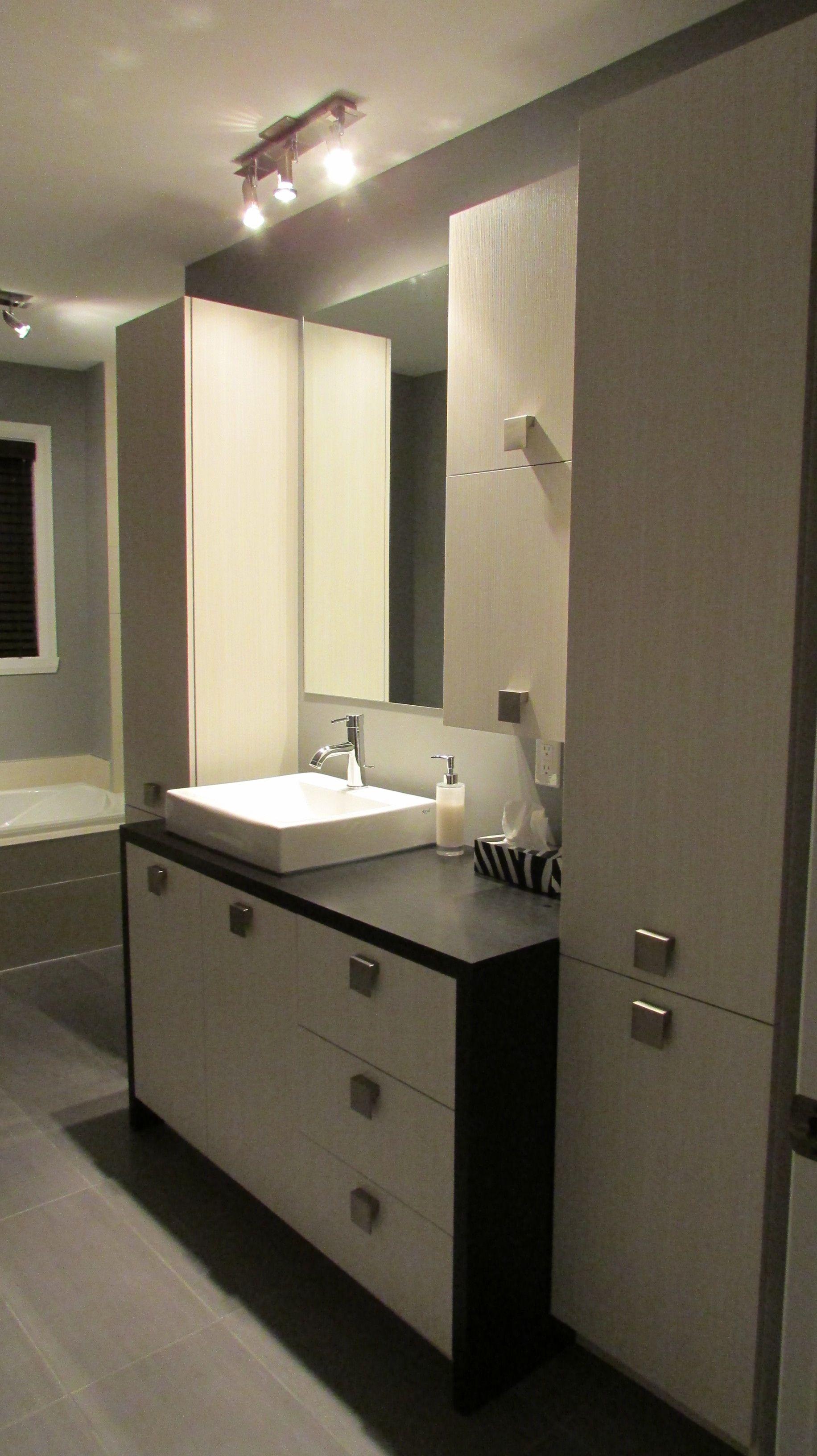 Salle de bain contemporaine Armoires en mélamine droite avec ...