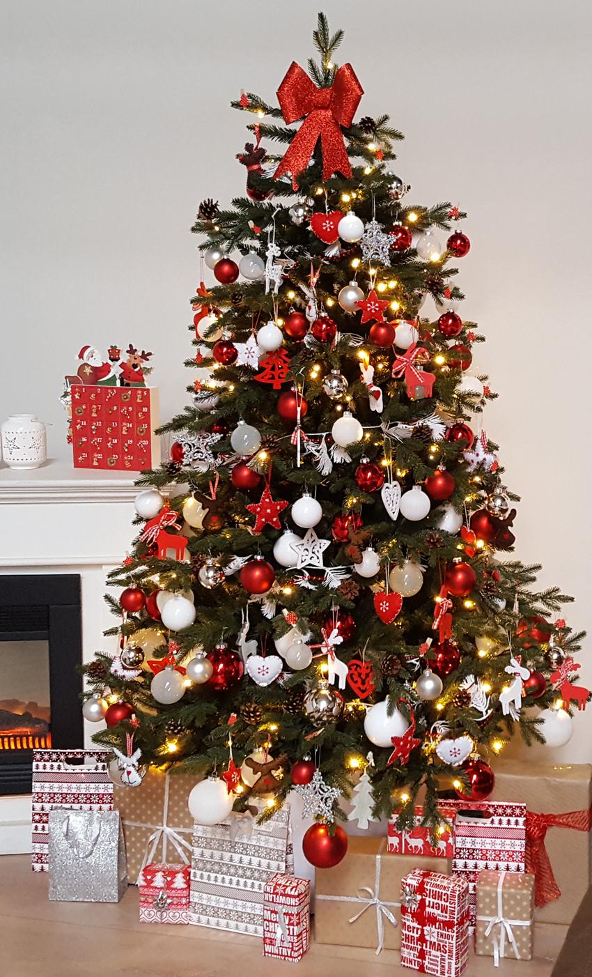 Pin Van Sandy Leunig Op Holiday Things Holiday Decor In 2020 Scandinavische Kerst Thema Kerstbomen Versierde Kerstbomen