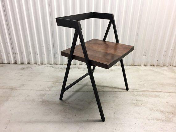 fabrication artisanale en bois et metal cadre dinant la chaise