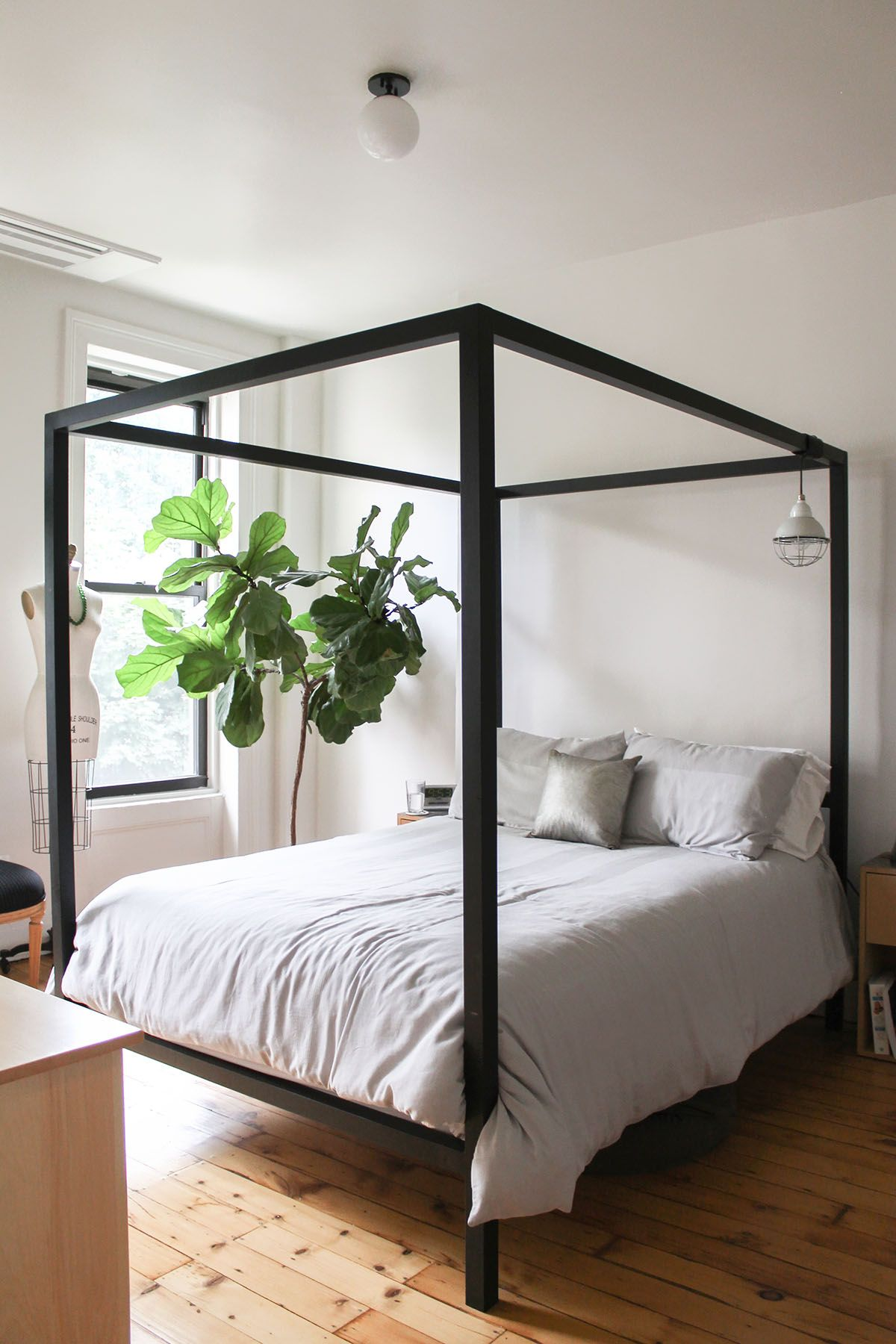 Townhouse Bedroom Ideas Black Bed Frame Canopy Bed Frame Black Canopy Beds Bedroom ideas black canopy