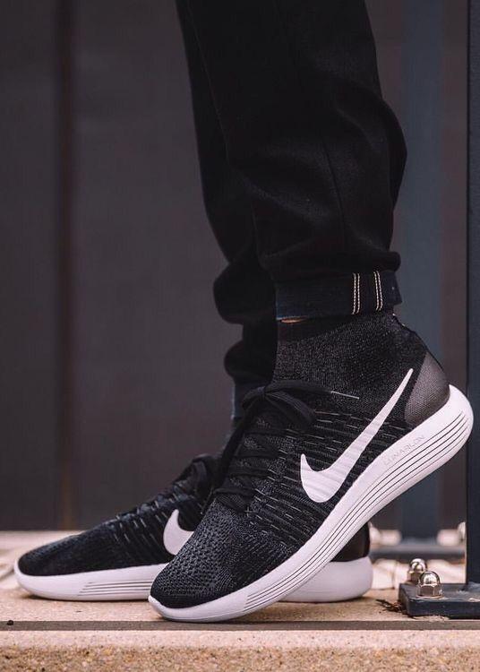 Nike LunarEpic Flyknit: Black