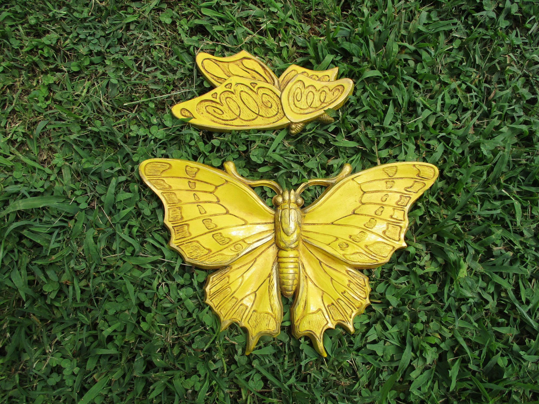 REDUCED Pair Vtg 1973 Pretty Yellow Syroco Style Butterflies Plastic ...
