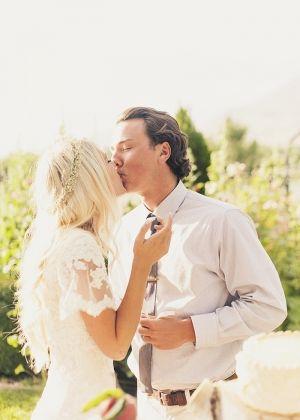 Bohemian Utah Wedding   Vestidos de novia, De novia y Novios