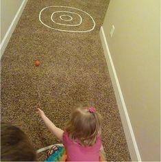 Manchmal ist die Energie, die in Kindern steckt, einfach überwältigend. Um beim Spielen Unfälle und Verletzungen zu vermeiden, müssen Eltern ihre Kinder dauerhaft beschäftigen. Das kann anstrengend sein. Daher möchten wir Euch auf diesem Wege 15 Tipps geben, wie Ihr mit ganz einfachen Spielen eure K...