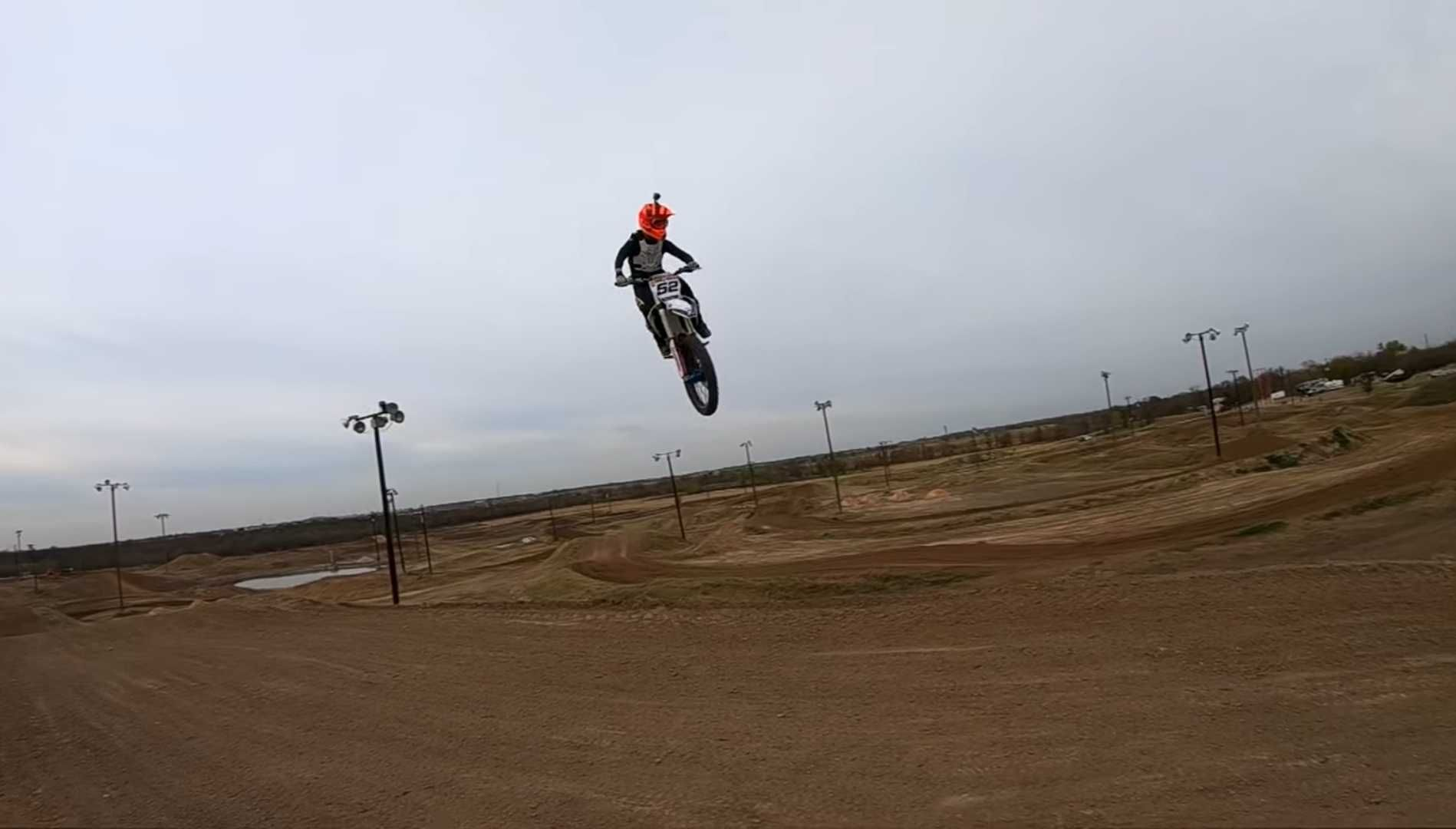 How to Whip a Dirt Bike For beginners 3 Easy Tips to do