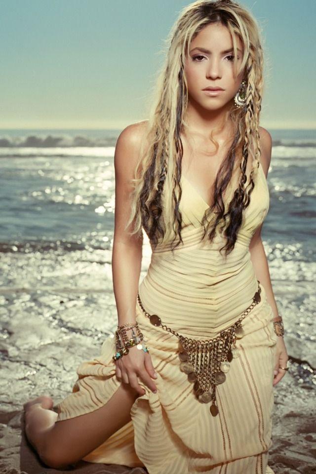 Shakira Great Dress And Hair Shakira Fashion Souls Celebrities