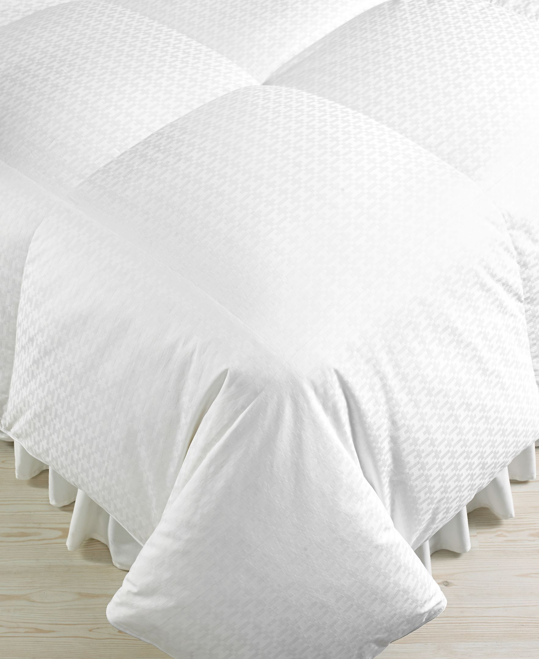 Hotel Collection Heavyweight Full Queen Siberian Down Comforter