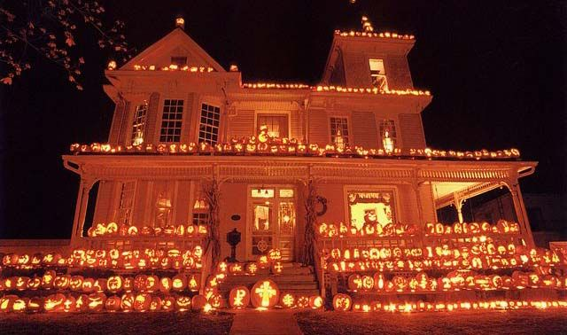 The Great Pumpkin House - Halloween Pumpkins by the thousands - decorate house for halloween