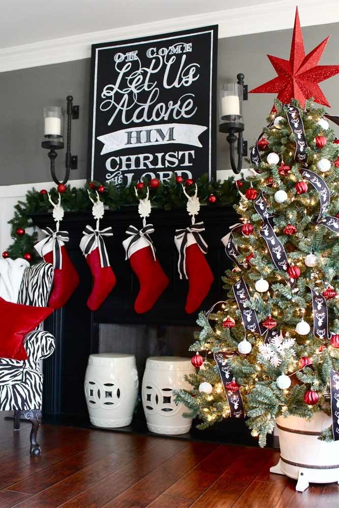 Unusual red, white, and black Christmas decorations. Most Beautiful Christmas Fireplace Decorations ★ See more: http://glaminati.com/beautiful-christmas-fireplace-decorations/