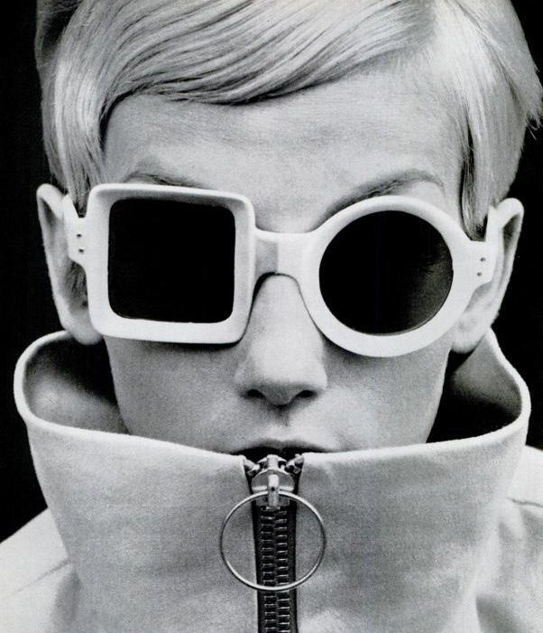 TWIGGY- VINTAGE SUNGLASSES