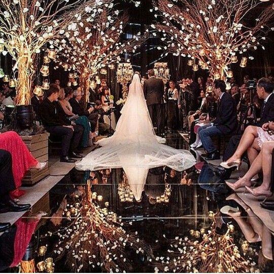 Árvore iluminada, disposição dos convidados