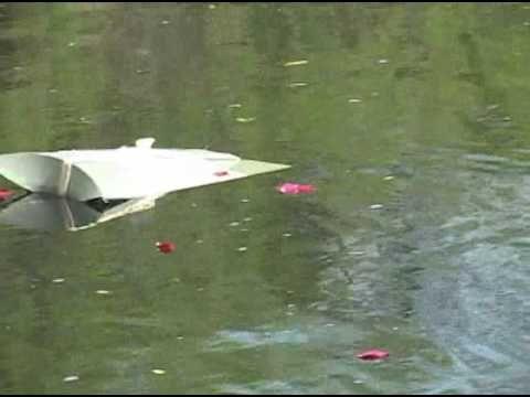 Hamvak szórása speciális szóró párnából - vízi temetés