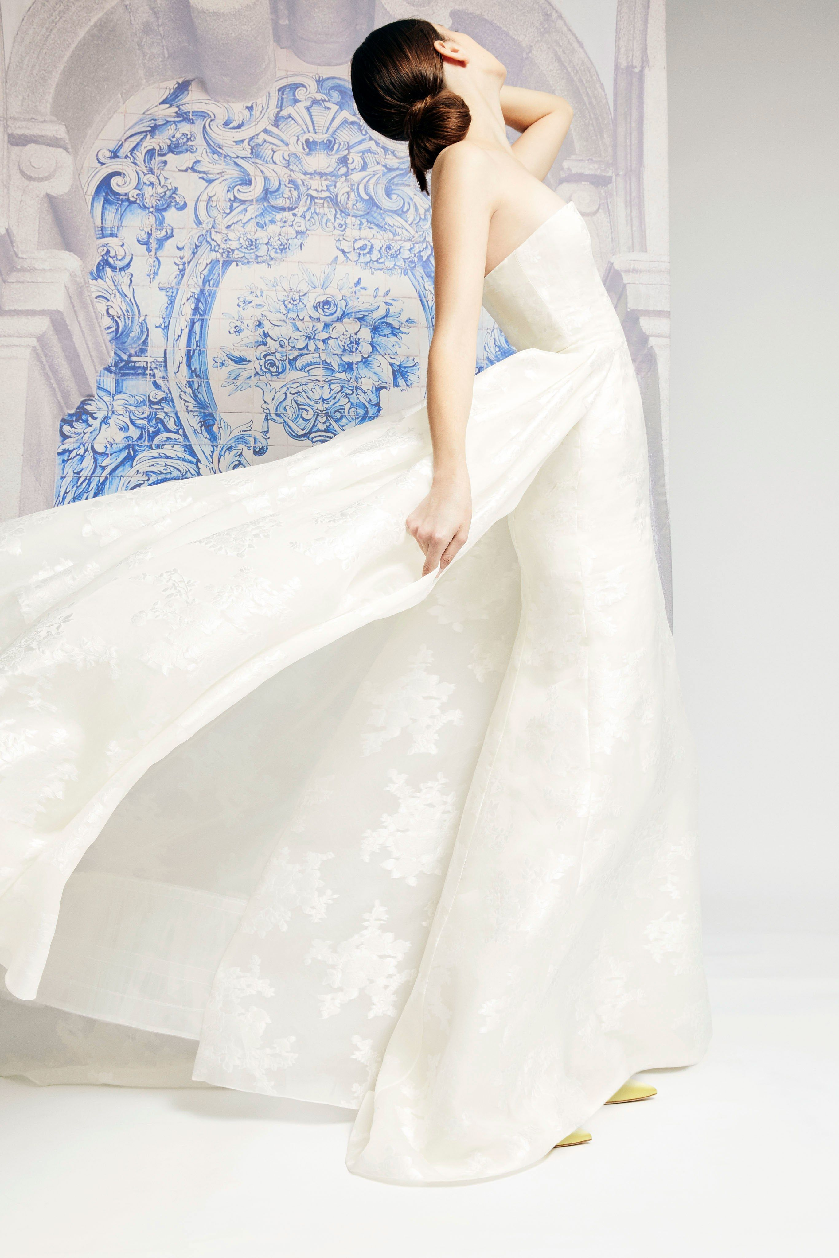 24e50ec3506 Carolina Herrera Bridal Fall 2019 Collection - Vogue