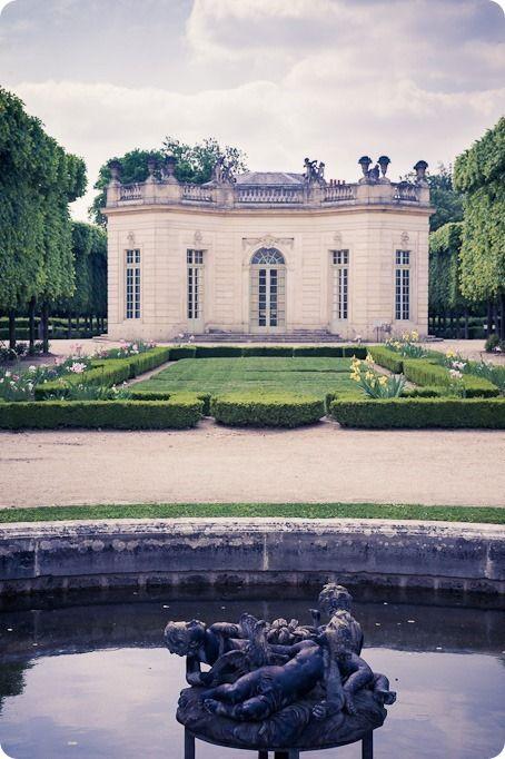 El Pabellón de Francia en el Petit Trianon, Versailles. Desde el jardín trasero mirando hacia la casa.