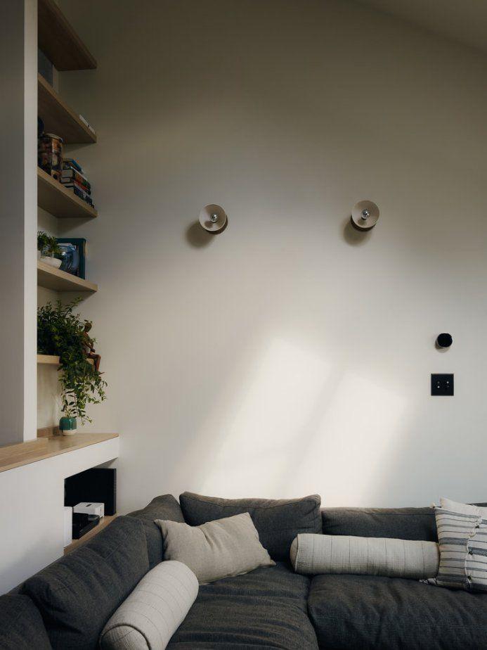 estilo nordico en usa estilo nórdico en brooklyn estilo escandinavo diseño nórdico Copenhague en Brooklyn cocina dos colores blog decoración nórdica baldas con porcelana altos techos