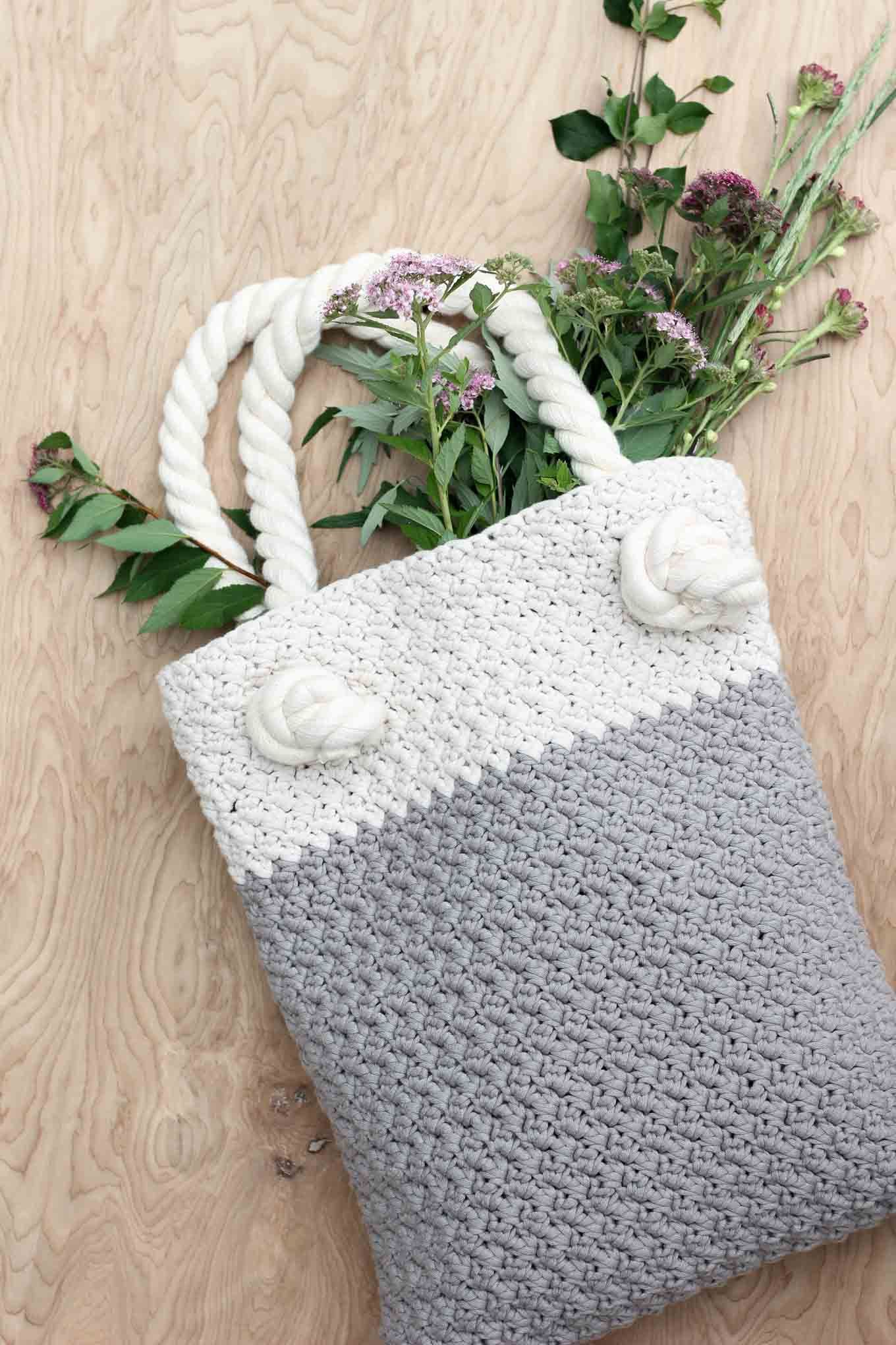 Easy + Modern Free Crochet Bag Pattern for Beginners | Bolsas y ...
