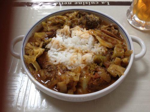 No.72 ビーフカレーvsビーフシチュー! 勝者、ハヤシ!(あれ?) …どうも、両方に入ってたトマトが与党になってしまったようだ。 #皿に盛ったら肉が入ってなかった