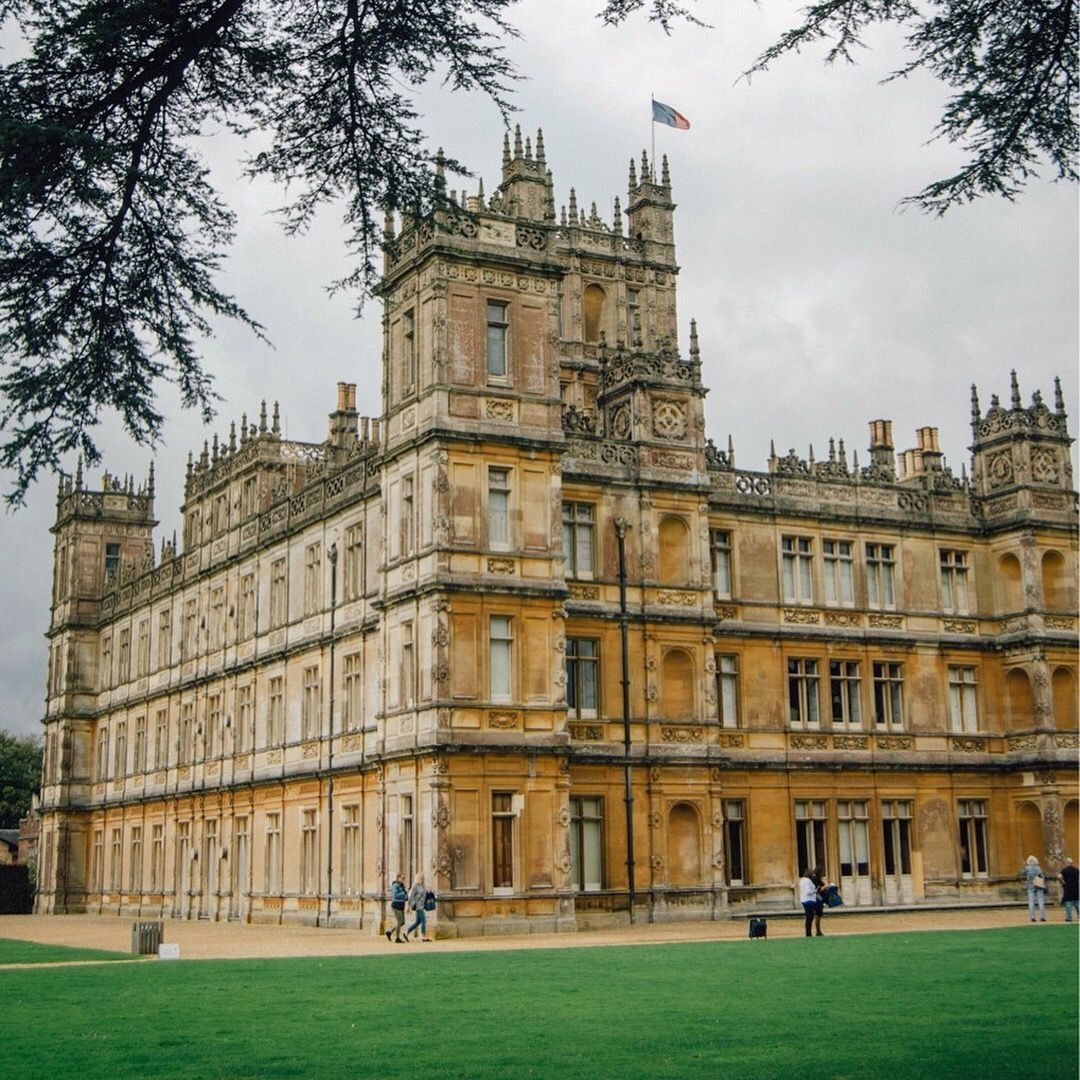tour highclere castle home of downton abbey period dramas downton abbey house styles. Black Bedroom Furniture Sets. Home Design Ideas