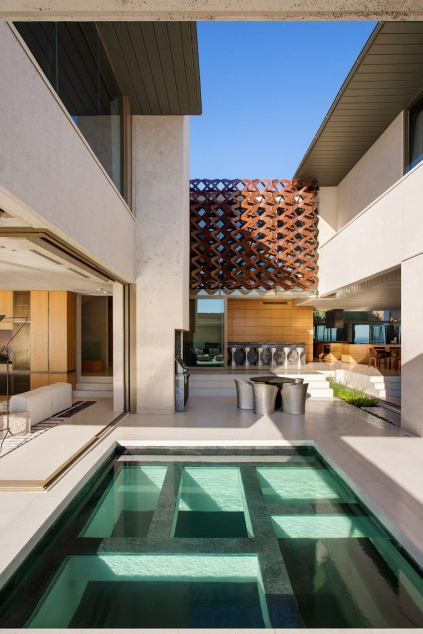 Saota received a 2016 architizer a award for this residence in cape town