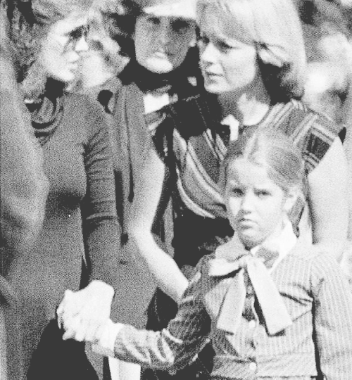 Priscilla and Lisa Marie at Elvis' funeral | Elvis ...