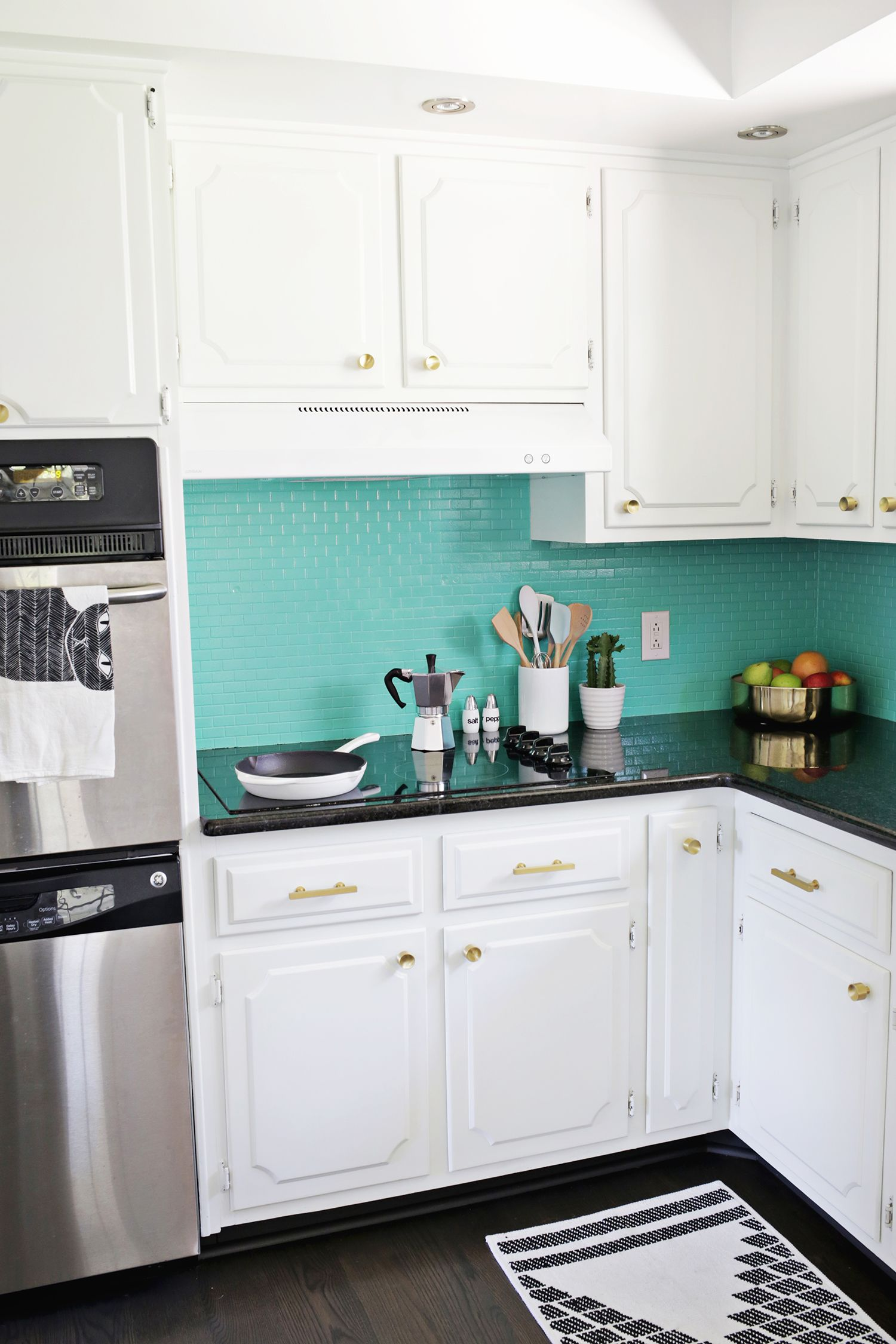 Laura\'s kitchen before and after (click through to see more!) | HOME ...