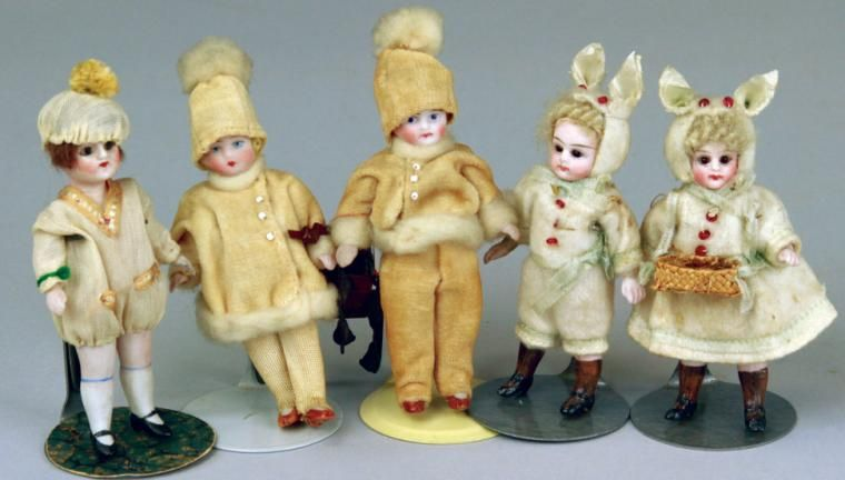 LOT #501 - GROUPING OF DOLLHOUSE DOLLS