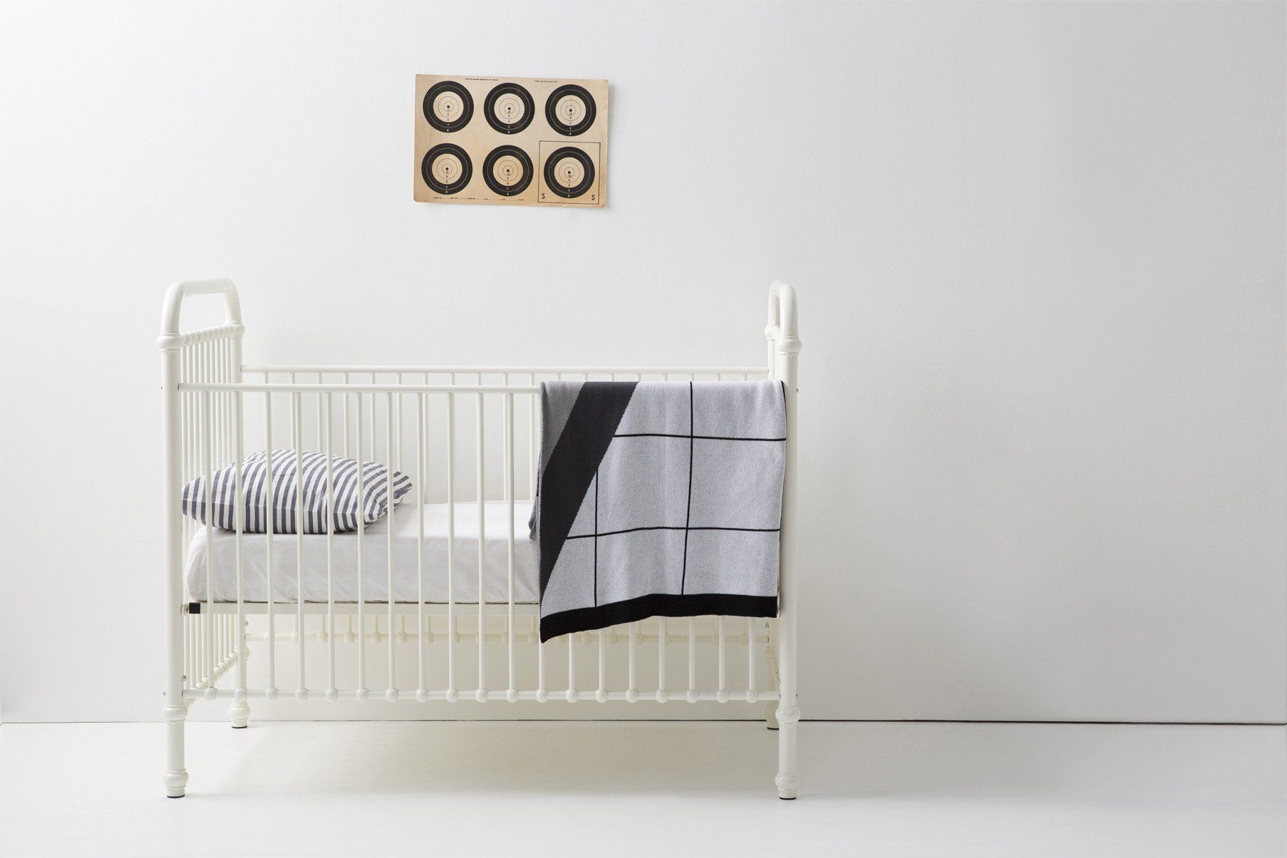 Pretty and chic and completely Instagramworthy, this crib