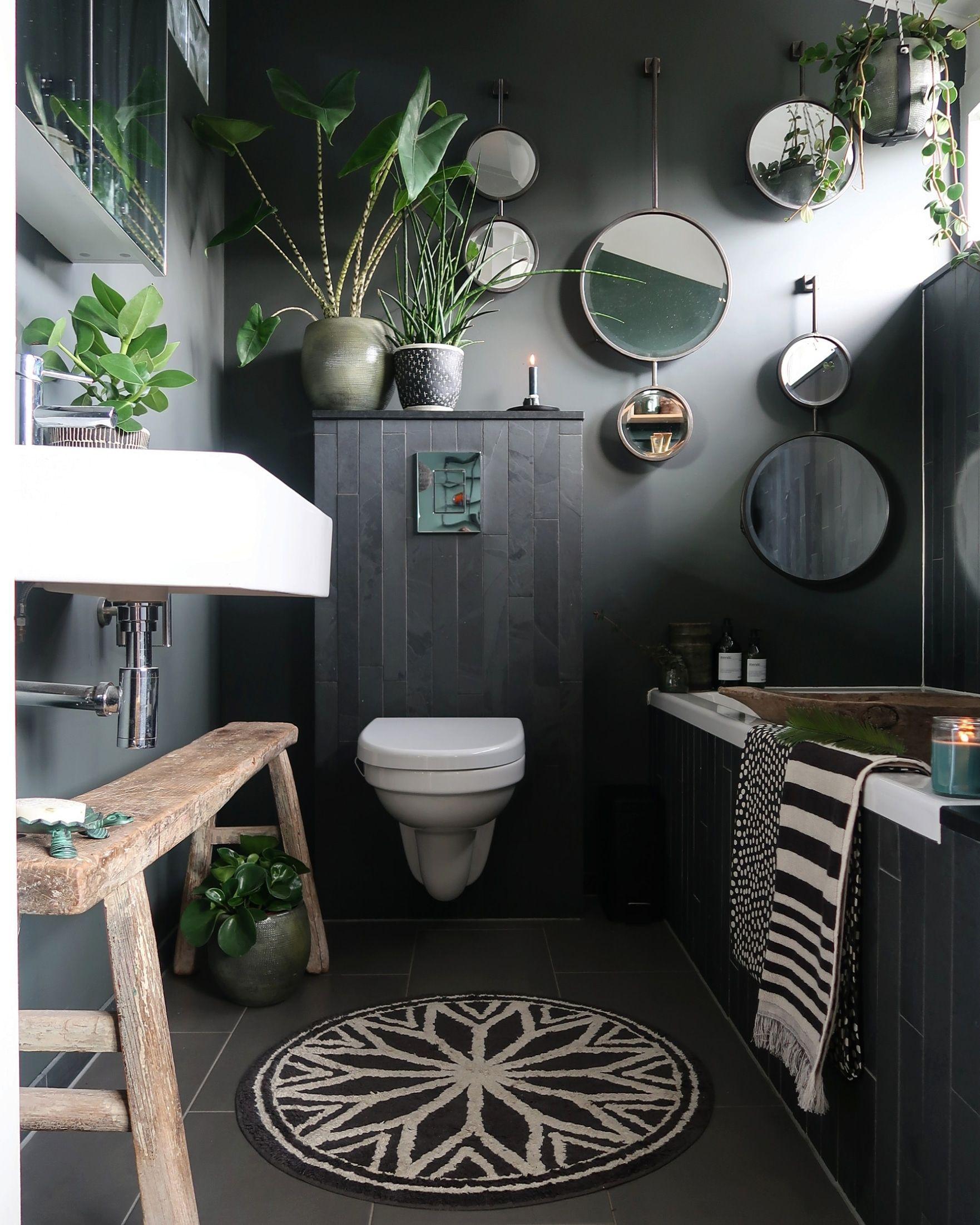 Een Urban jungle met een Industriële look en feel in je badkamer? Met veel groen en de juiste accenten lukt dat in een handomdraai | Urban jungle bathroom #bathroom #decoration #urbanjungle #inspiration #home | Eigen Huis en Tuin
