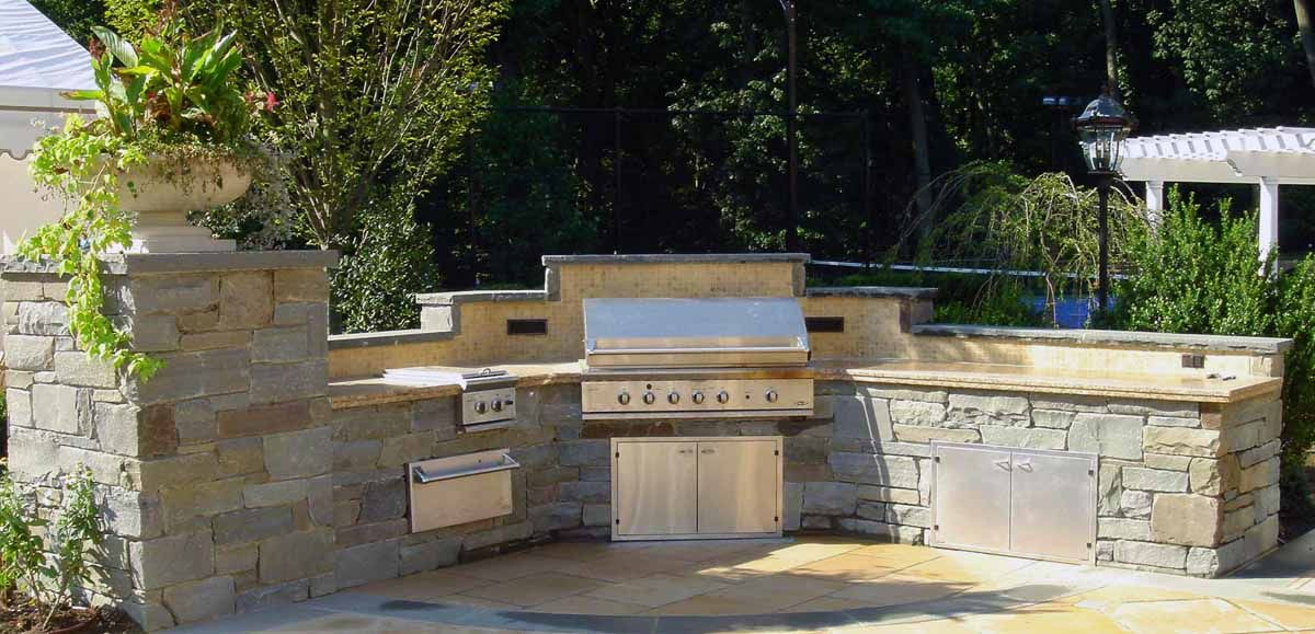 Do you like curve shape without end piece bbq outdoor for Backyard built in bbq ideas