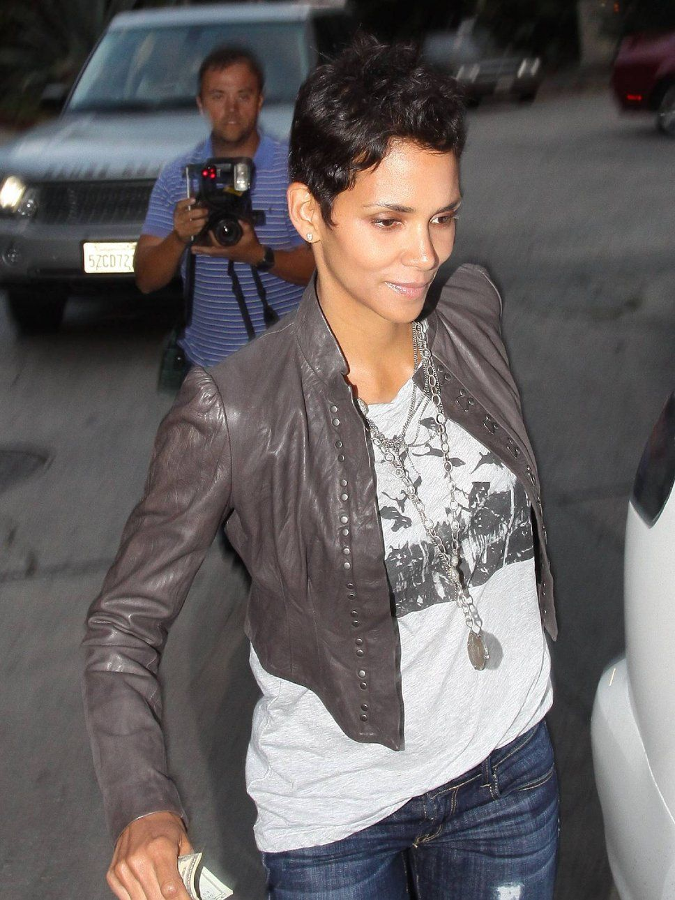 Google Image Result for http://photos.posh24.com/p/890739/z/halle_berry/halle_berry.jpg