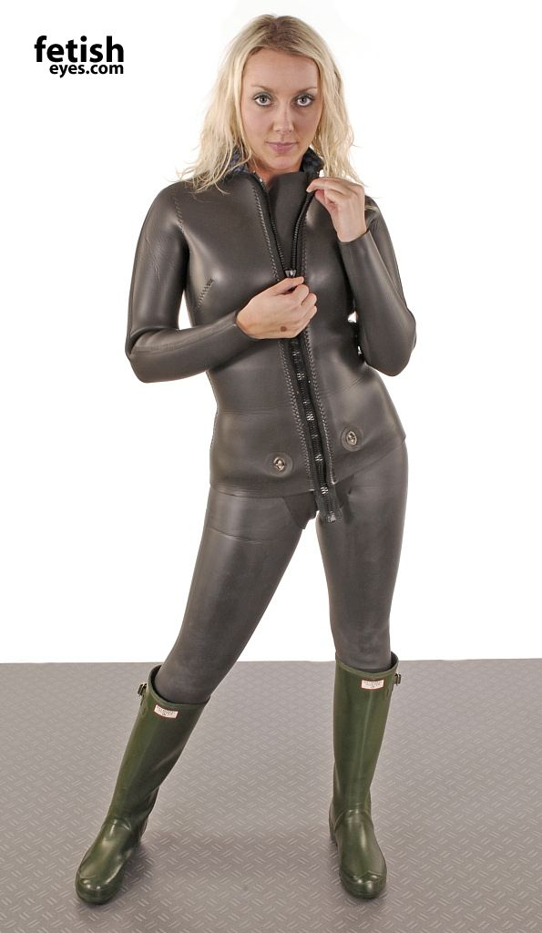 Femmes In Rubber Boots Wetsuit And Wellies