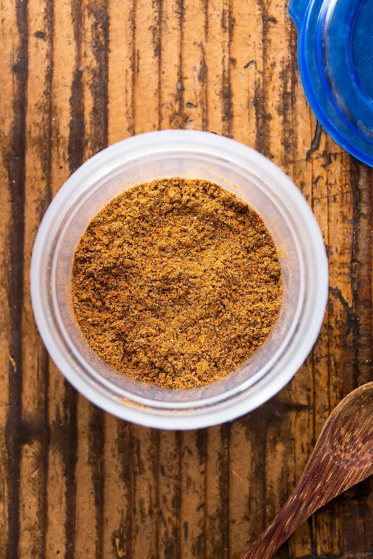 Make your own homemade gluten free taco seasoning! You save a lot compared to store-bought taco seasoning packets and on top of that you get to avoid the fillers and preservatives. Most likely you already have all of the taco mix ingredients in your spice cabinet. For 1 lb | Best | Clean | Mild | Large batch | Simple | one serving | bulk #glutenfree #recipe #DIY #tacos #paleo #keto #easy #seasoning #spices #taco #Mexican #Spicy #Healthy #whole30 #beef #lowcarb #tacoseasoningpacket