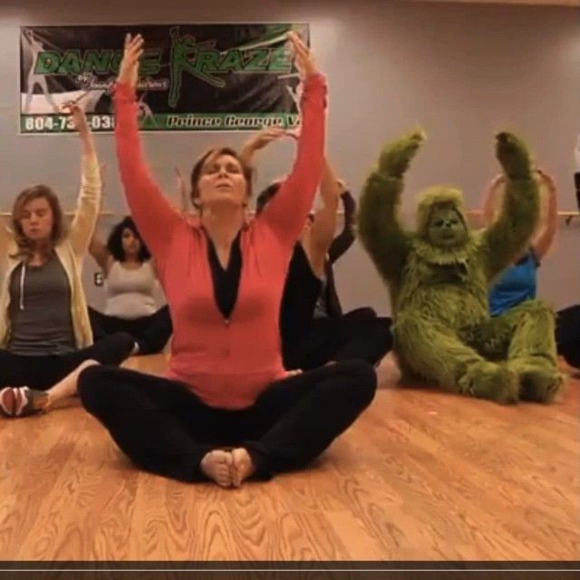 Hilarious! #Grinch in #Yoga class
