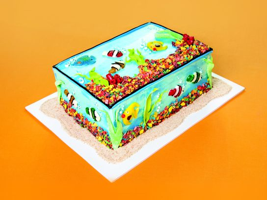 Creative birthday cake decorating ideas from extreme for Fish tank cake designs
