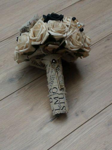 WEDDING-FLOWERS-BRIDES-BOUQUET-VINTAGE-BEIGE-BLACK-ROSES-SCRIPT-HESSIAN-BURLAP