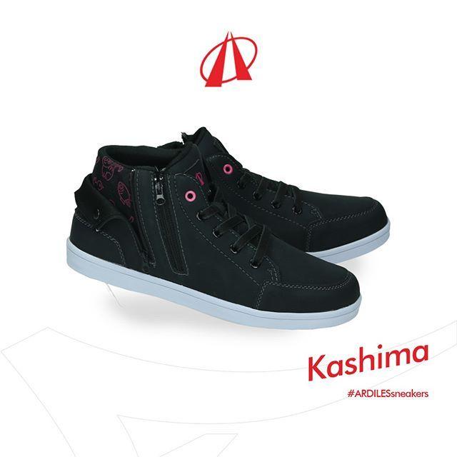 Ada Desain Doodle Di Tengkuk Sneakers Kashima Jika Kamu Membuka