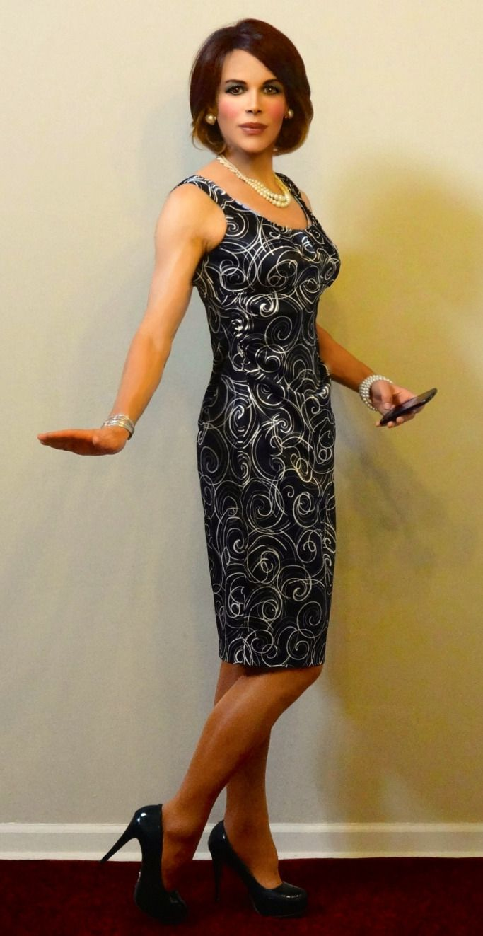 classic black and white print dress with pearls  628f34e15