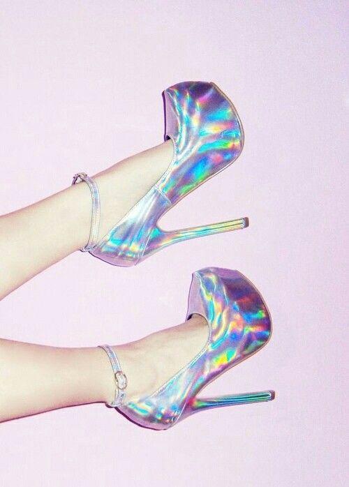 Sandálias holográficas, salto holográfico, salto alto holográfico, salto  tumblr