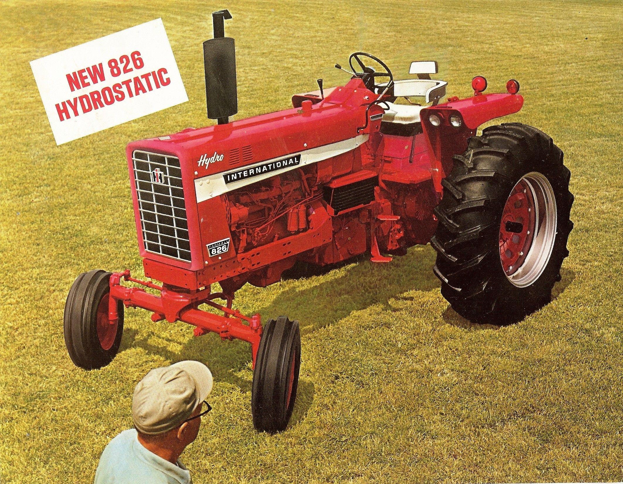 IH 826 and 1026 Tractors