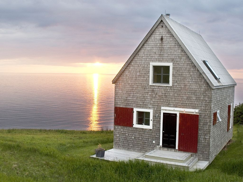 Lovely Oceanside Cottage With Spectacular Views Chimney Corner Contemporary Cottage Cottage Rental Canadian House