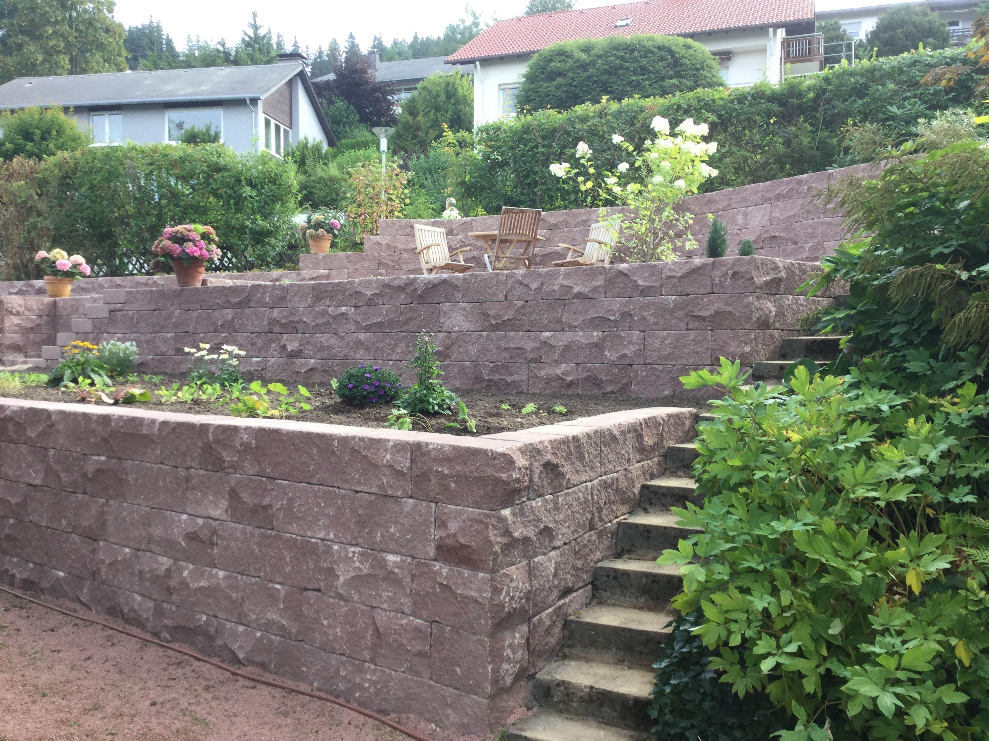 Moderne Gartenbeete santuro landhausmauer in buntsandstein rot als einfassung für