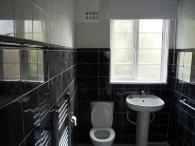 2 Bedroom Flat To Rent In Manor Vale Boston Manor Road Brentford Boston Manor Bathroom Inspiration Flat Rent