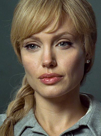 Angelina Jolie As Evelyn Salt In 2020 Angelina Jolie Blonde Salt Angelina Jolie Angelina Jolie Photos