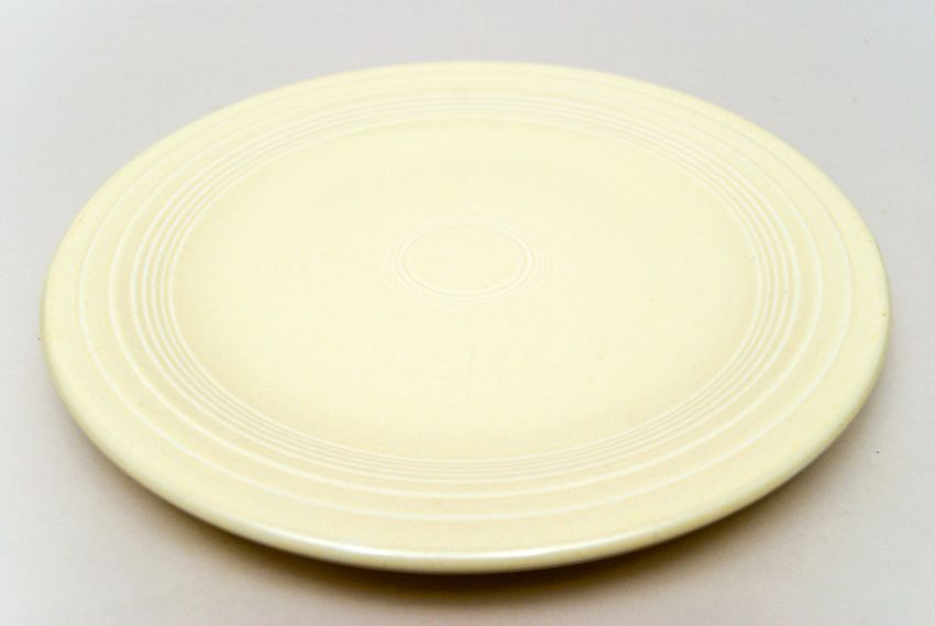 dinner plates | Original Ivory Fiesta 10 inch Dinner Plate Fiestaware Pottery For Sale & dinner plates | Original Ivory Fiesta 10 inch Dinner Plate ...