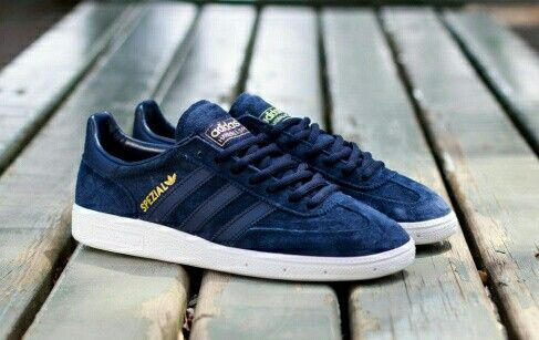 SUBTLE AND CLASSY ADIDAS SPEZIALES FINISHED IN DARK BLUE
